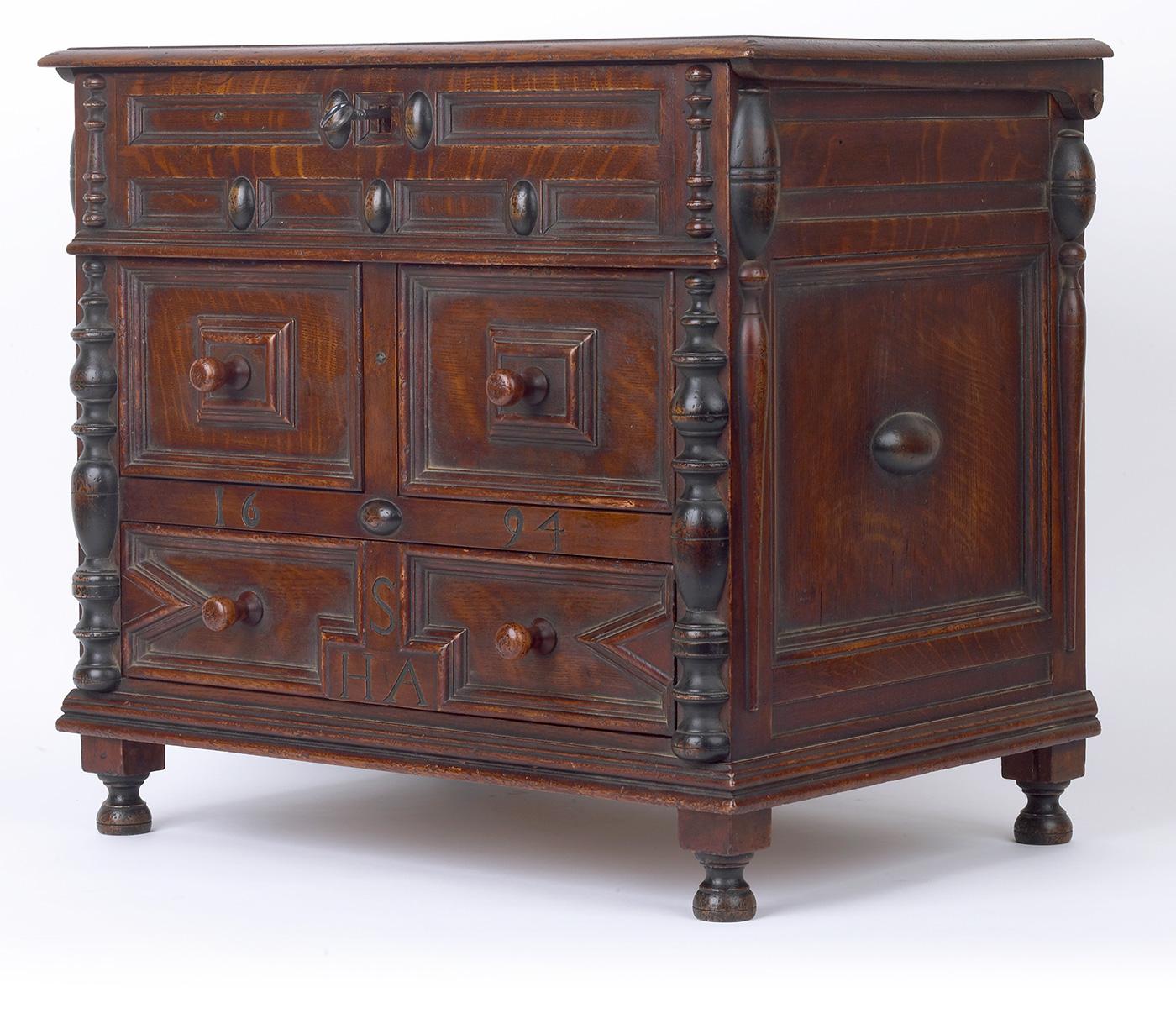 cumpar mobilier vechi